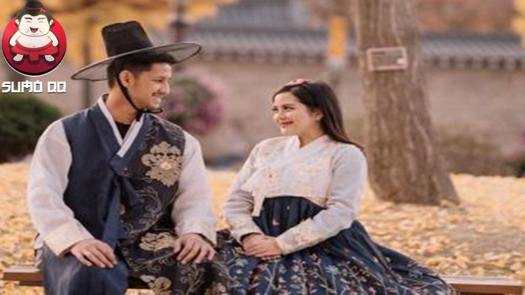 Tasya Kamila dan Randi Bachtiar Pakai Hanbok ala Drama Korea