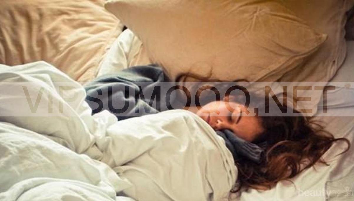 Manfaat Tidur Memeluk Guling Bagi Kesehatan