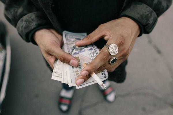 Tanda Orang yang Cinta Uang, Kamu Merasa?