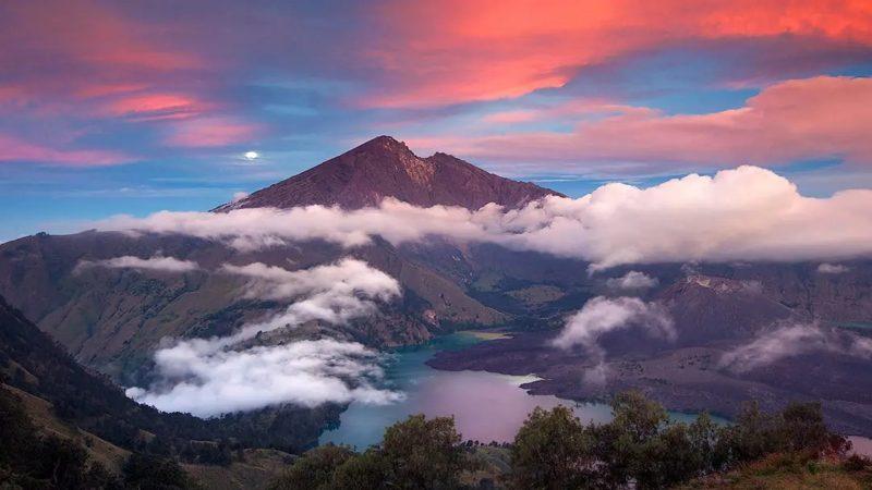 Indahnya Lautan Awan  yang Ada Di Gunung Garut